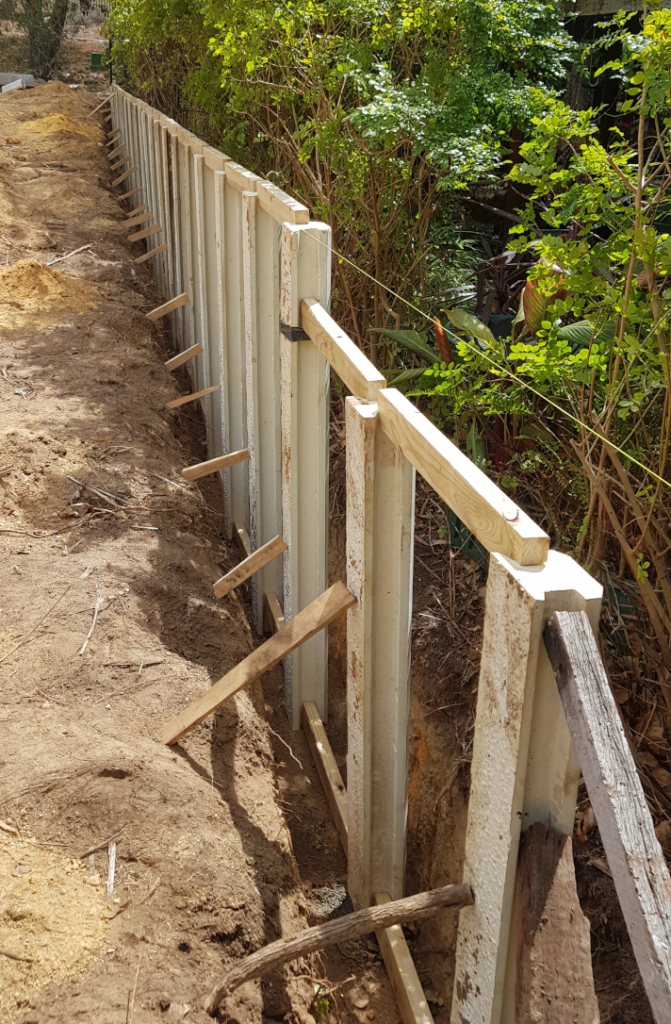 Retaining wall: propping